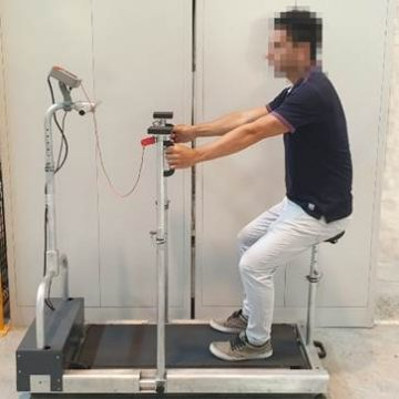 Exercise machine to support the mobility of a person with reduced mobility